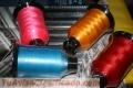 Hilos de bordar y coser, máquinas y agujas también