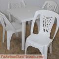 mesa-con-sillas-de-plastico-para-exteriores-1.jpg