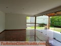 Amplia casa en venta con jardín en zona residencial de San Isidro, Cerca a Parque