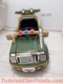 Vendo carro a control remoto y bateria para niño en excelente estado