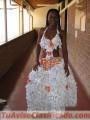 Vestidos con material RECIclados papel, plasticos, cds, chapas ecologicos