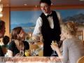Hotel y restaurante los trabajadores necesitan para vivir y trabajar en Estados Unidos