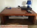 Mesa de madera con una gaveta para cuartos o sala
