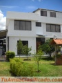 Cumbayá oportunidad Casa con Departamento independiente, Seis parqueos,  amplios jardines